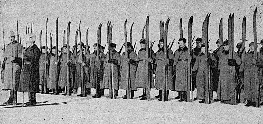Pohjois-Inkerin vapaajoukkojen hiihtomiehiä 1919.