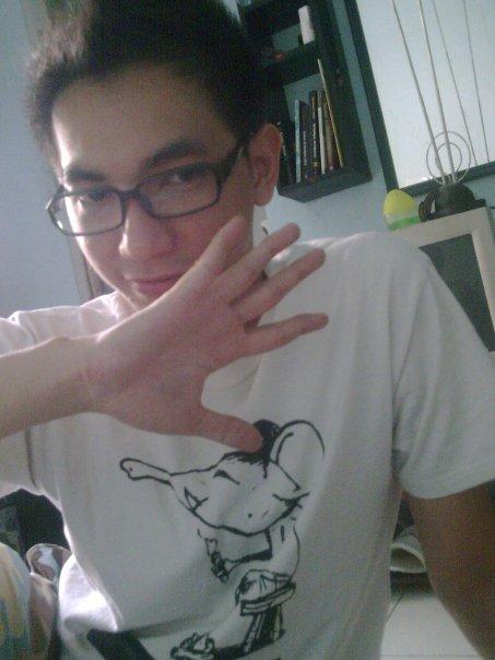 sndGEEK shares eh eh mau liat poto orang ganteng ga? huehehe.. http ...