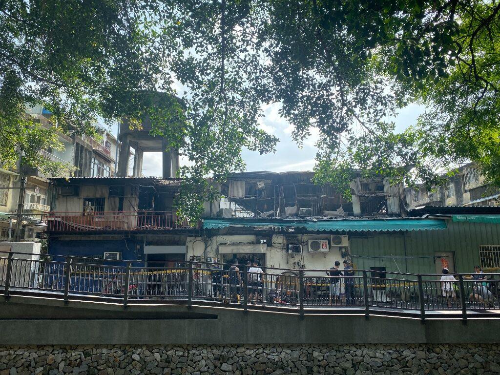 [新聞] 台中南區鐵皮屋火警延燒 屋頂燒塌幸無人