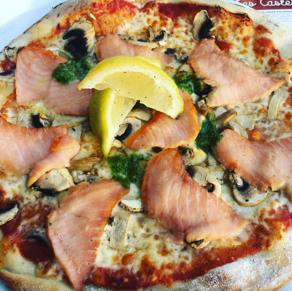 Pizza with smoked salmon